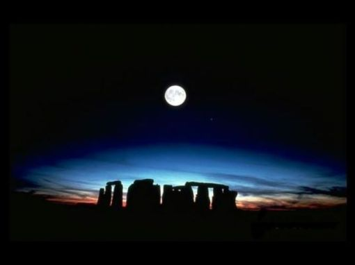 Full moon at Stonehenge this Winter Solstice