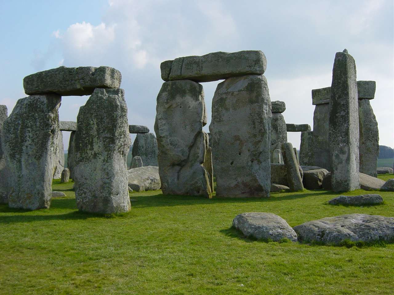 How was stonehenge built