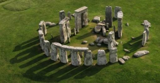 Stonehenge-585x306