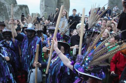Midsummer-Solstice-celebrations-at-Stonehenge