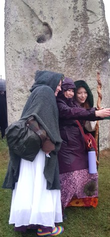 Stonehenge-Equinox-Solstice-open-access-pilgrims (30)