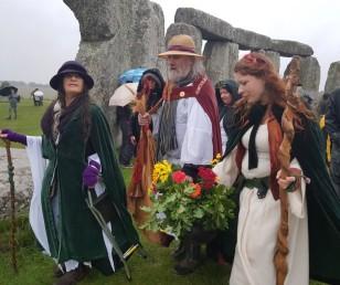 Stonehenge-Equinox-Solstice-open-access-pilgrims (32)