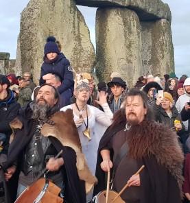 Stonehenge-Equinox-Solstice-open-access-pilgrims (66)