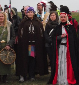Stonehenge-Equinox-Solstice-open-access-pilgrims (81)